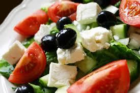 Görög saláta grill csirkemell csíkokkal