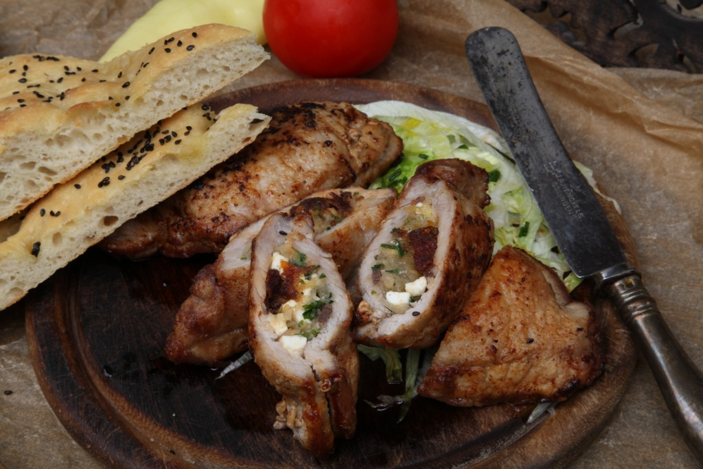Cukkinis aszalt paradicsomos sonkás csirkemell tekercs szezámmagos bundában