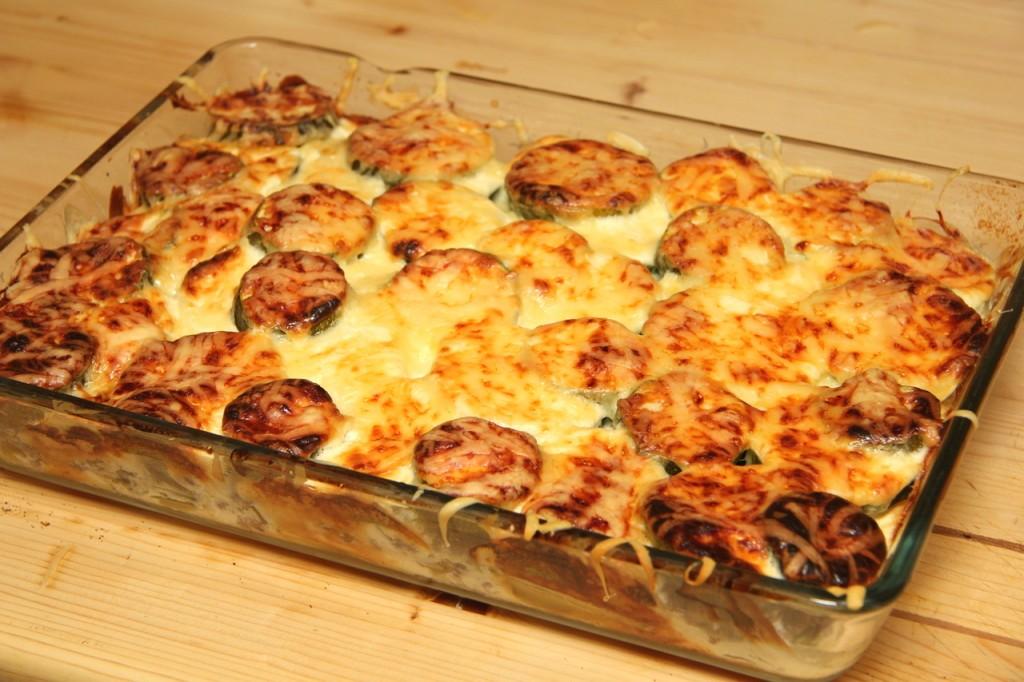 Paradicsom Étterem Zalaegerszeg Menü kép - Darált húsos rakott cukkini sajttal sütve