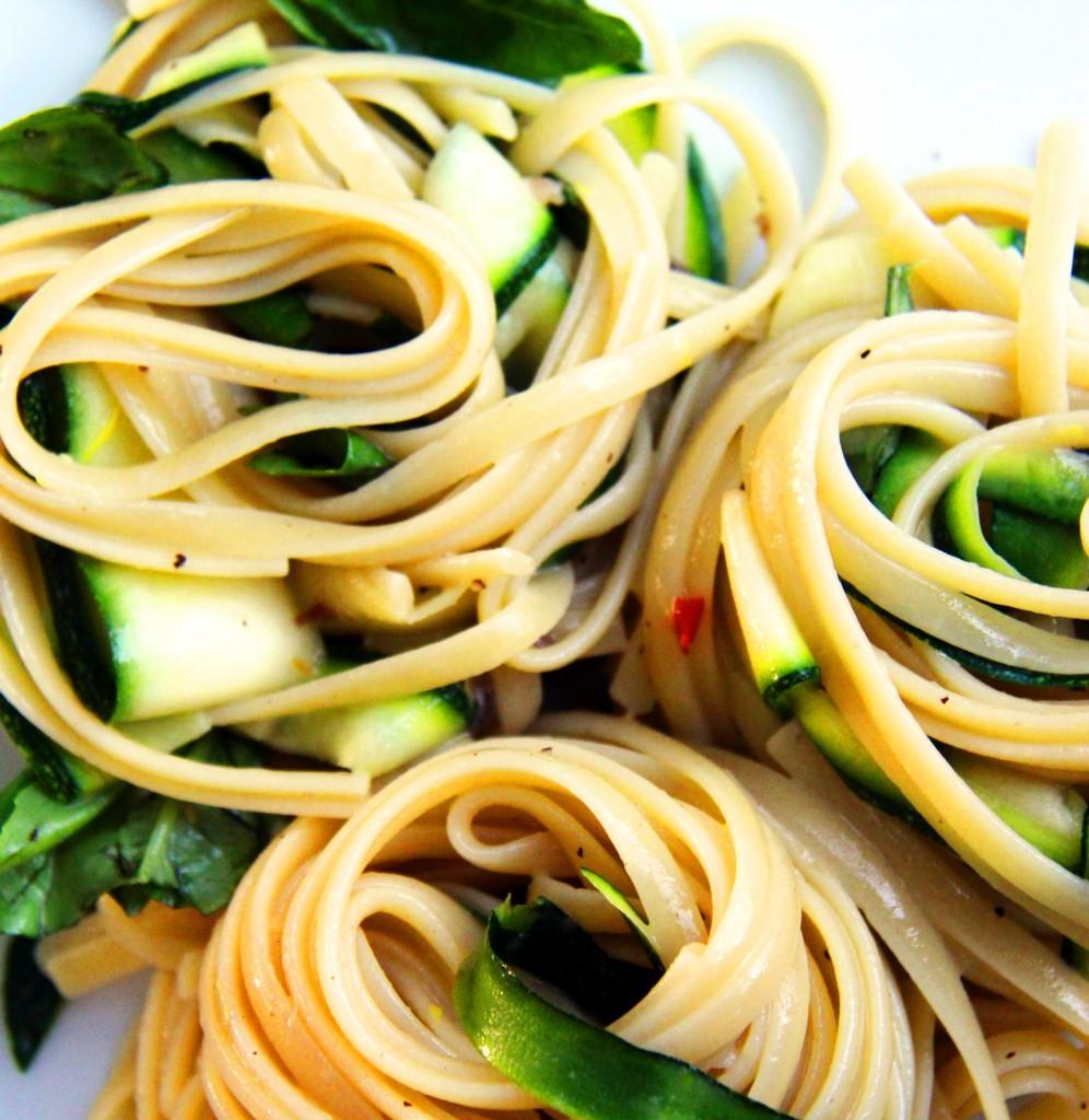 Paradicsom Étterem Zalaegerszeg Menü kép - Cukkinis aszalt paradicsomos sonkás tejszínes magvas spagetti